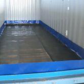 BRSO 3335 SM - Fabrication sur mesure d'un bac de rétention souple avec équerres de 3335 L installé dans un container maritime
