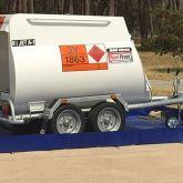 BRSO 6000 SM1 - Bac de rétention de 6000 L amovible souple pliable avec équerres pour stocker une remorque citerne à carburant