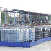 BRSO 17280 - Bac de rétention souple avec équerres pour stockage de plusieurs dizaines d'IBC sur site classé ICPE - Bac de 17280 L. Zone de stockage permanent en extérieur