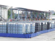 Bac de rétention souple pliable amovible avec équerres utilisé pour stocker plusieurs dizaines d'IBC sur site classé ICPE